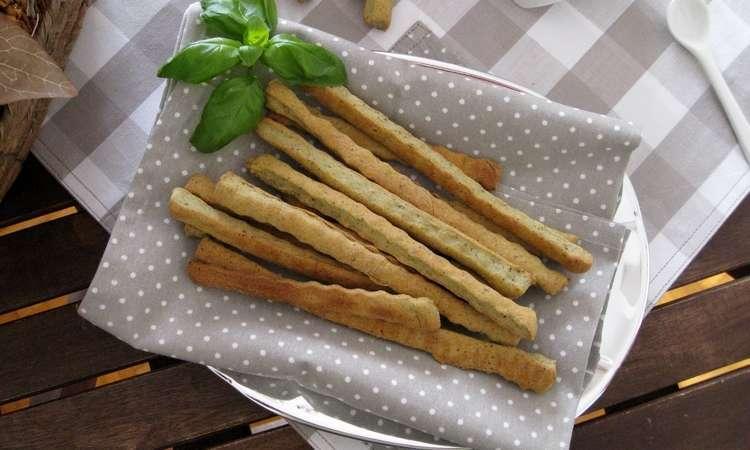 Grissini con farina di grano saraceno al pesto e robiola
