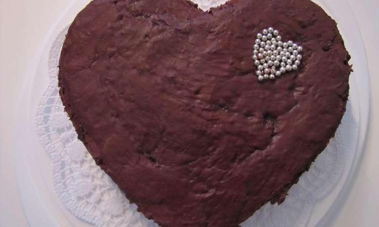 Torta al cioccolato e mandorle glassata alla marmellata di arance amare