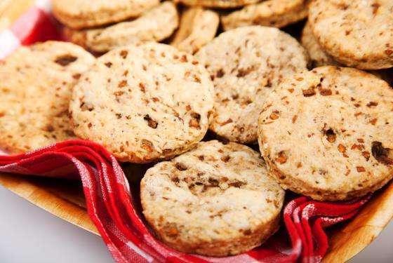 Biscotti salati ai funghi e formaggio di capra