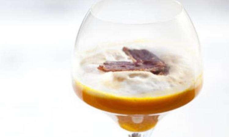 Cappuccino alla zucca e chips di anatra affumicata