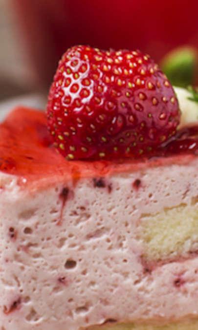Torta soffice alle fragole con gelatina