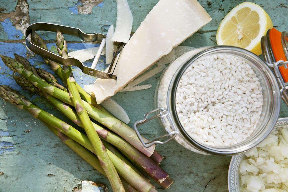 Risotto cacio e pepe con asparagi