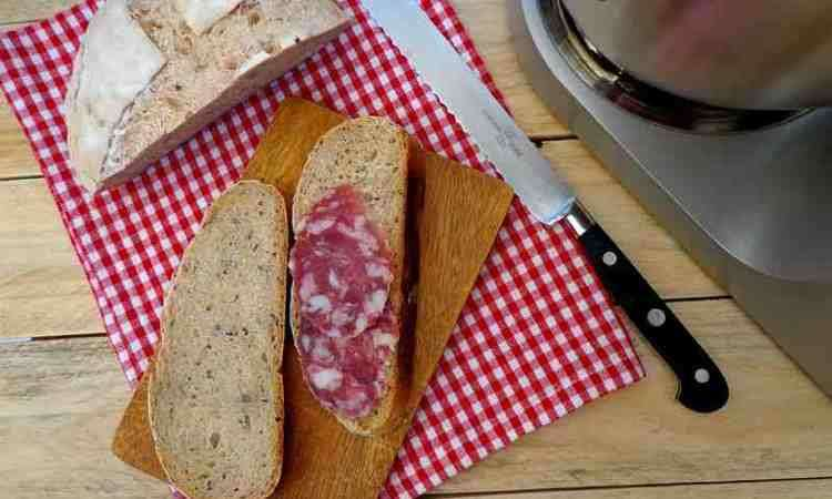 Pane con semi di lino e di girasole