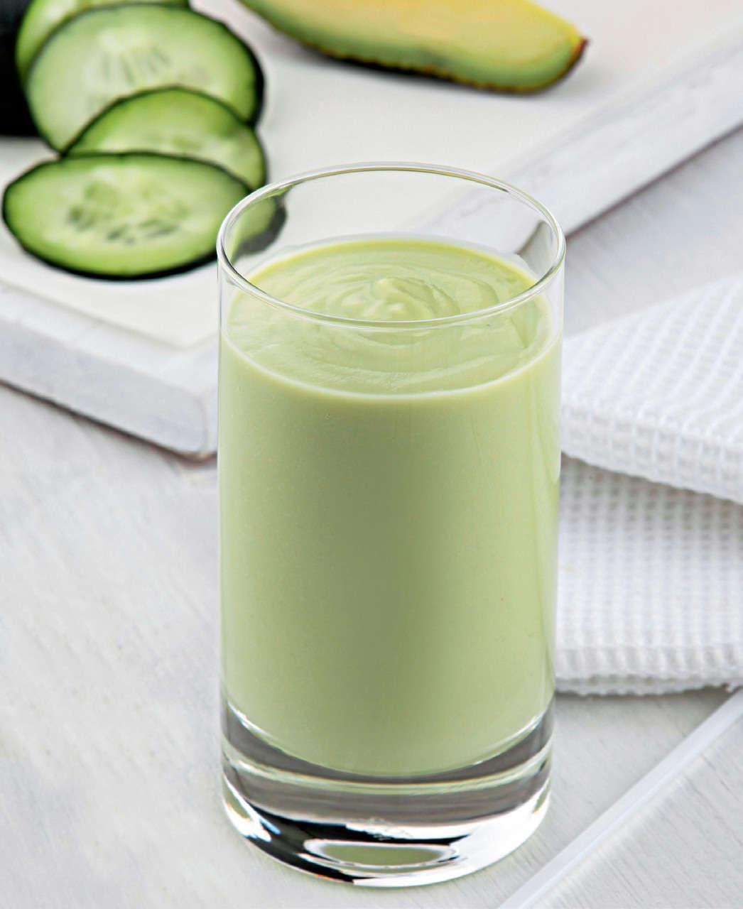 Frullato salato con sedano e avocado