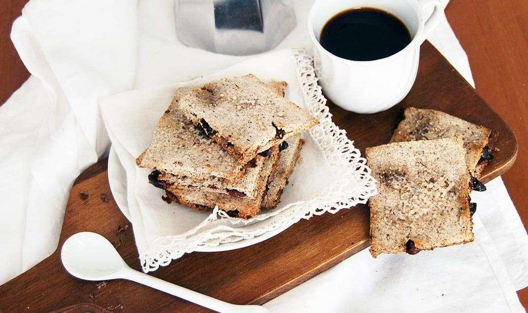 Biscotti rustici al grano saraceno con cioccolato e bacche di goji