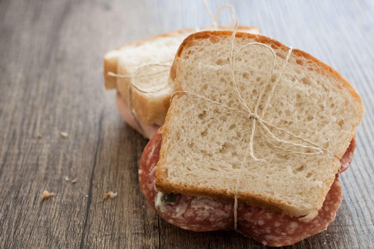 Pane bianco.