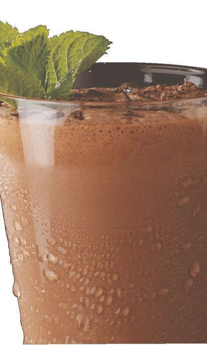 Bibita ghiacciata al gusto di cioccolato e menta
