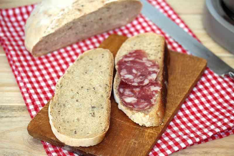 Big pane di farina con semi di girasole e di lino img 3830